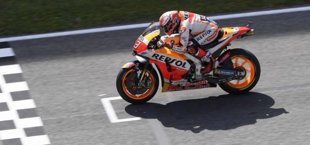 Marc Marquez crashes while in Italian GP podium battle, Dani Pedrosa out on first lap